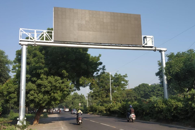 Dual-pole-Gantry_Ahmedabad-smart-city-1-min