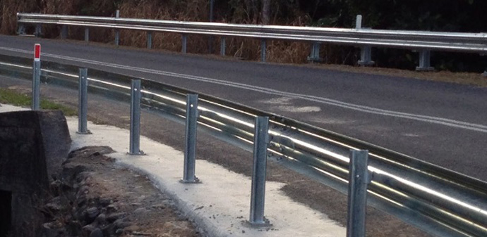 NZTA ezy-guard z post on baseplate2