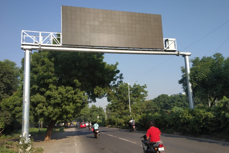 Dual-pole-Gantry_Ahmedabad-smart-city-2-min